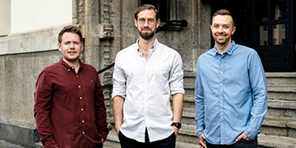 Nominiert für den Deutschen Gründerpreis: Felix Schürholz (links), Dr. Niklas Hellemann (Mitte) und Lukas Schaefer (rechts) der Firma SoSafe. Foto: Dirk Brunieck