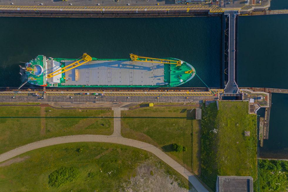 Containerschiff Brunsbüttel von oben
