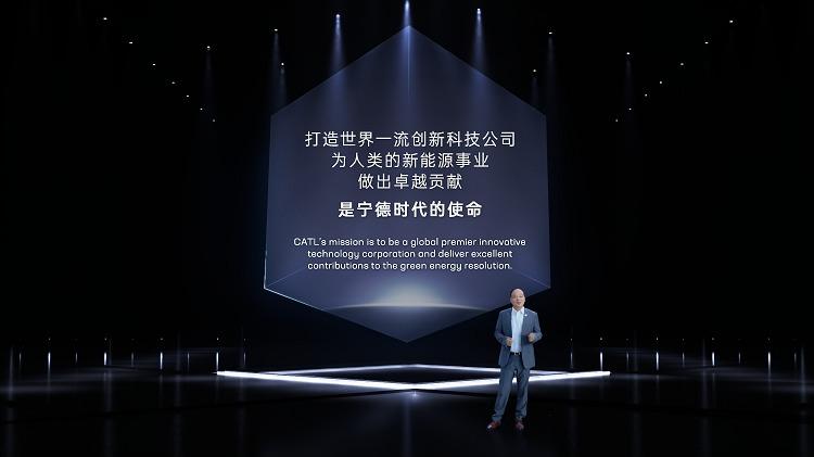 Dr. Robin Zeng, Gründer und Vorsitzender von CATL, bei der Präsentation der neuen Meilensteine des Unternehmens. Foto: CATL