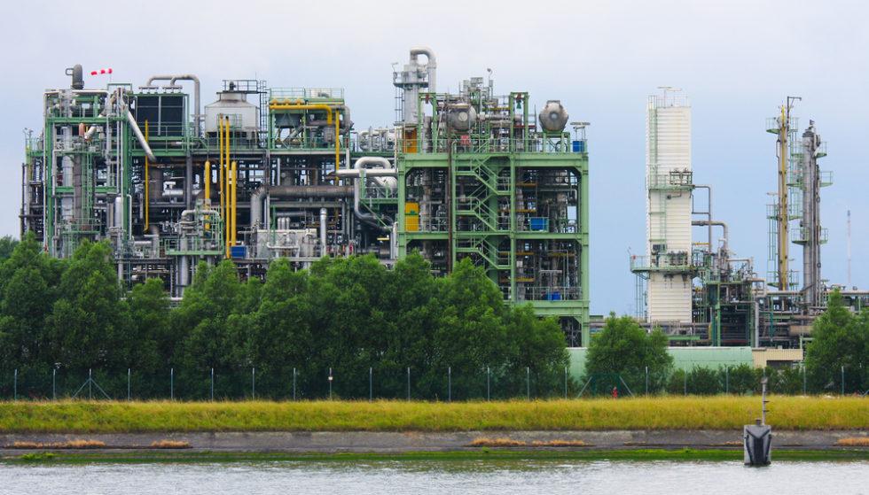 Chemiefabrik im Hafen von Antwerpen