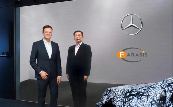 """Bei der strategischen Partnerschaft mit Farasis Energy hieß es beim Mercedes-Konzern bereits """"Electric first"""". Markus Schäfer, Mitglied des Vorstands der Daimler AG, (links) und Dr. Yu Wang, Chairman und CEO von Farasis Energy. (rechts)<br />Foto: Farasis Energy"""