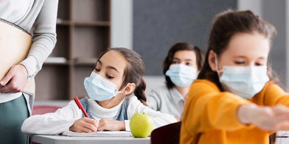 Unterricht unter Pandemie-Bedingungen: Technische Lüftungslösungen sind in deutschen Schulen auch nach dem zweiten Corona-Sommer noch immer Mangelware.Foto: panthermedia.net/ HayDmitriy