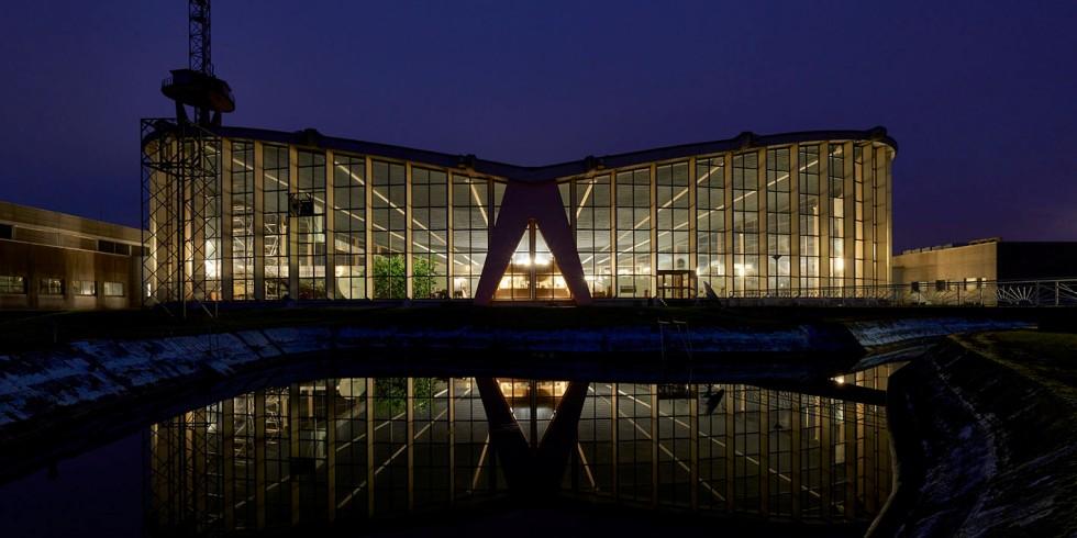 """Abgesehen von der aktuellen Anerkennung als """"Historisches Wahrzeichen der Ingenieurbaukunst in Deutschland"""" ist es ruhig geworden um die Sendehalle im Saarland. Foto: Marco Kany"""