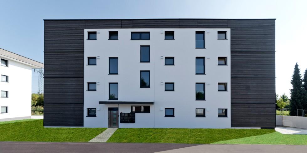 Bauherren und Planer wollten, dass innen wie außen erkennbar bleibt, dass dieses Gebäude aus Holz realisiert wurde. Foto: ZimmerMeisterHaus/Joachim Mohr