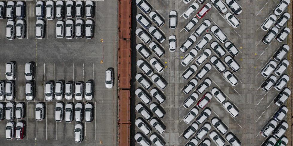 Viele Hersteller bauen ihre Autos auf Halde - bis es Nachschub bei Halbleiterchips gibt. Foto: Panthermedia.net/Curioso_Travel_Photography