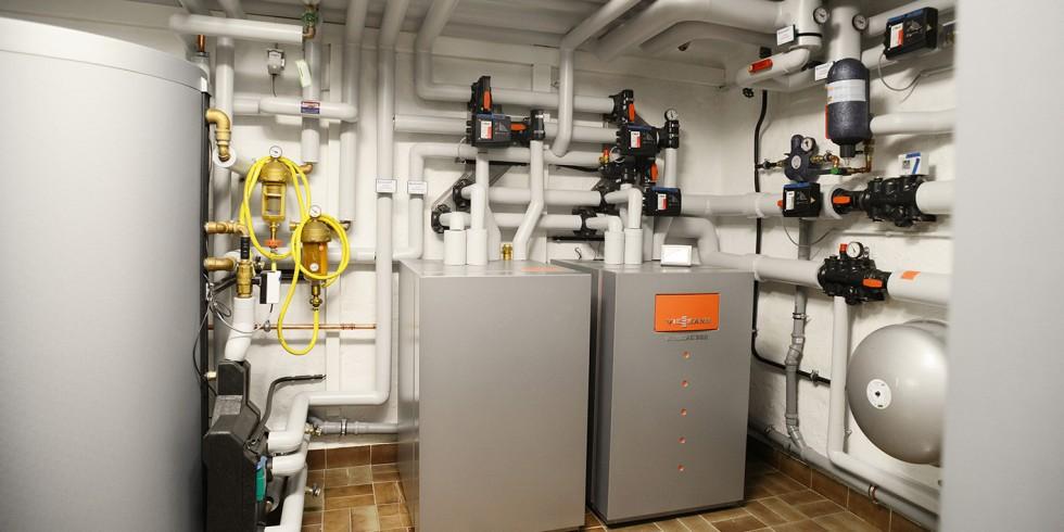 Je nach Leitungstyp gibt es bei der Installtion von Wärmepumpen unterschiedliche Dinge bei der Hauseinführung zu beachten. Foto: BWP