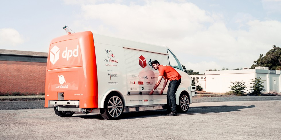Das Versuchsfahrzeug des VanAssist-Projekts zeigt, wie effizient autonome Fahrzeuge Lauf- und Fahrwege auf Pakettouren einsparen. Foto: DPD