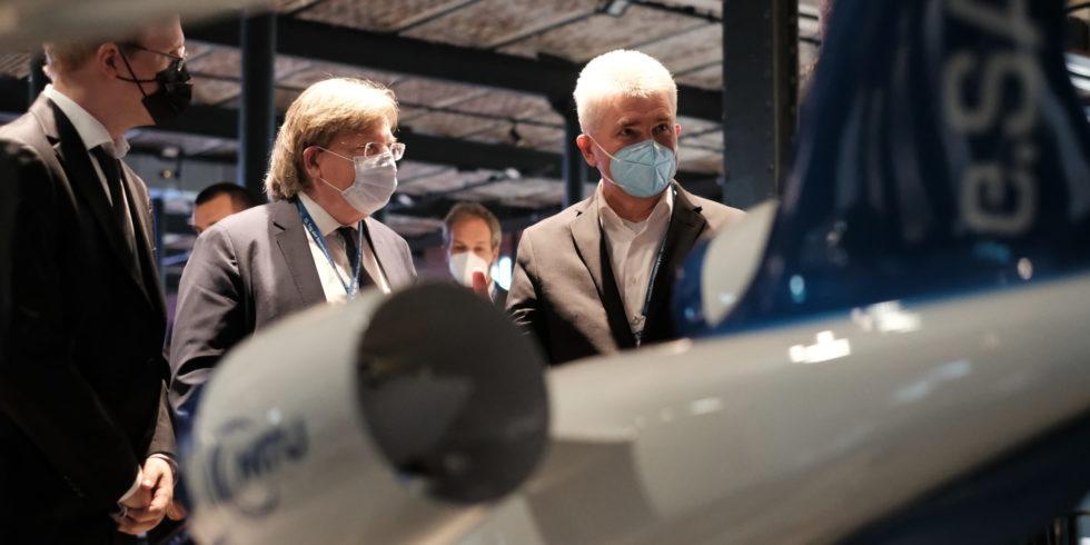 Beim 15. Tag der Luft- und Raumfahrtregionen diskutierten Forschende, Wirtschaftsvertreter und Politiker in Aachen über die Zukunft des Fliegens. Foto: Peter Sieben