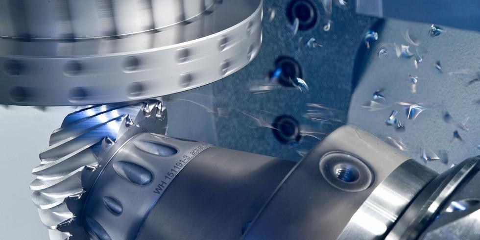 """""""Innovate Manufacturing"""" lautet der neue Claim der EMO Hannover 2021 (Archivbild EMO Hannover 2019). Foto: Deutsche Messe AG"""