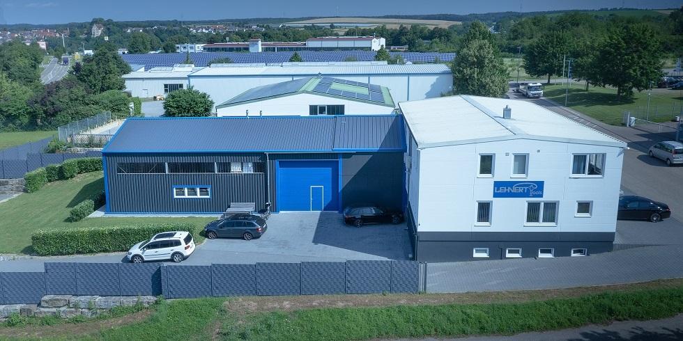 Die Induflex wird bei der Firma Lehnert Tools als Erweiterung des Lagers verwendet. Zudem wurde das Design auf die Firmenfarbe angepasst. Foto: Losberger GmbH