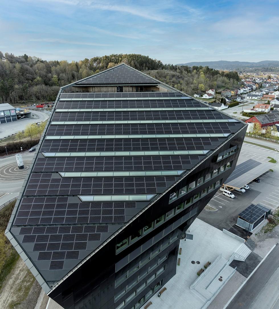 Klimaneutraler Büroturm mit Überschuss-Power in der Fassade