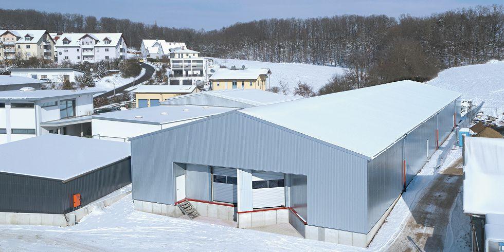 Bei dem Speditionsunternehmen Wicht, wurde die vollisolierte Logistikhalle auf 20 x 72 Metern errichtet. Foto: Losberger GmbH