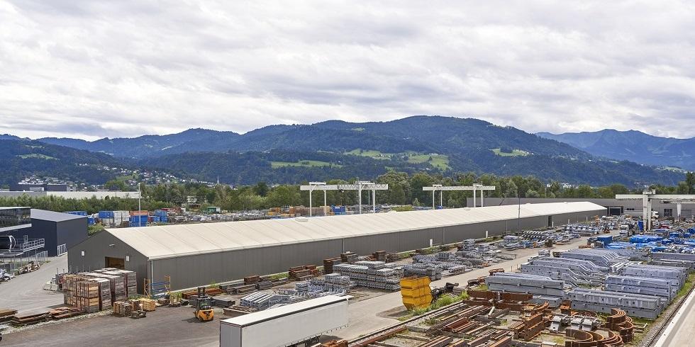 Die 252 Meter lange Induflex wird bei Doppelmayr als Lagerhalle genutzt. Foto: Losberger GmbH
