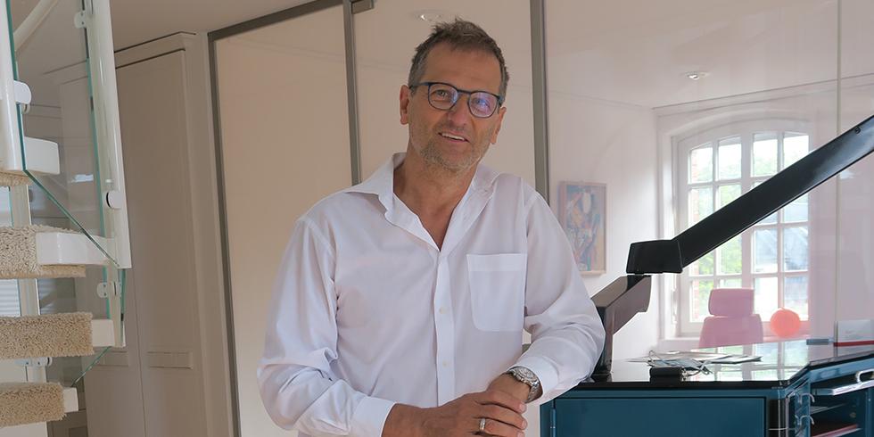 Dr. med. Klaus Strömer ist erfahrener Hautarzt, Allergologe sowie Umweltmediziner und diplomierter Gesundheitsökonom. Foto: August Brötje GmbH