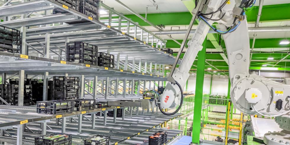 Die automatische Kommissionierfunktion der ABB-Roboterlösung ermöglicht es Logistikunternehmen, Produkte direkt an Supermärkte anzudocken. Foto: Heemskerk/ABB