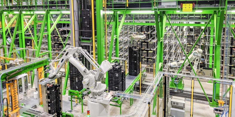 Das modulare und standardisierte Design der ABB-Roboterlösung macht es sehr einfach, neue Roboterzonen hinzuzufügen, um zusätzliche Kapazitäten zu schaffen. Foto: Heemskerk/ABB