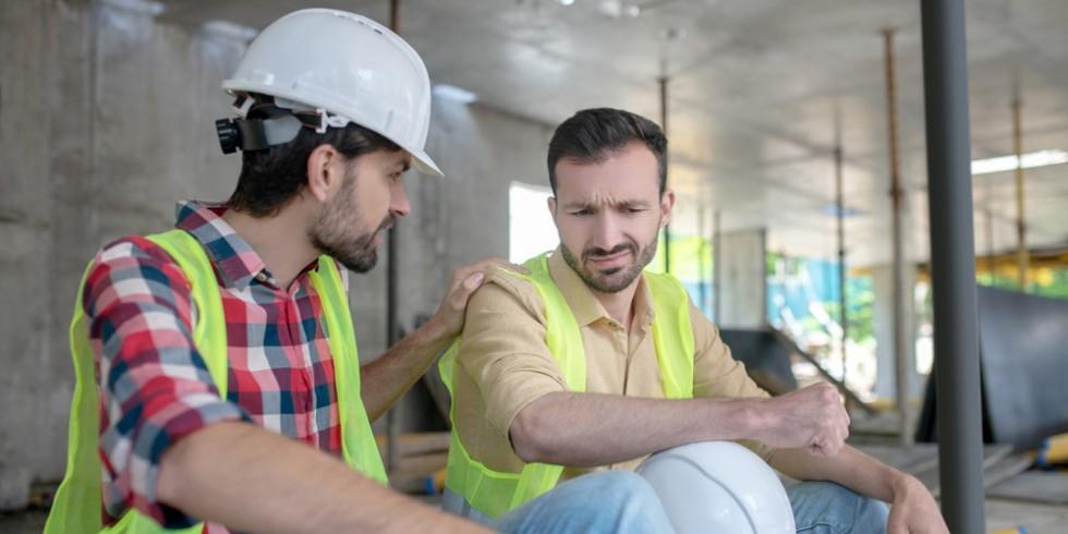 Miteinander Reden sorgt für ein gutes Betriebsklima und vermindert Unfälle und Stressituationen - dafür steht die Kampagne kommmitmensch. Foto: PantherMedia / Dmyrto_Z